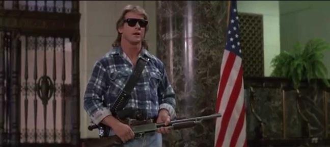 John Nada, équipé de ses belles lunettes et d'un gros fusil, prêt à botter des culs et à macher du bubble gum.