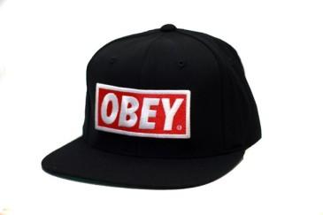 Une casquette de la célèbre collection Obey