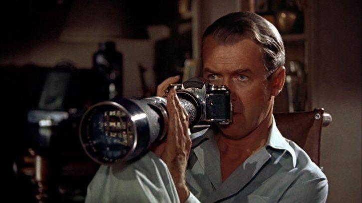 """James Stewart dans """"Fenêtre sur Cour"""" d'Alfred Hitchcock"""
