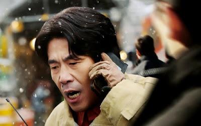 Oh Dal-soo incarnant le chef des secouristes