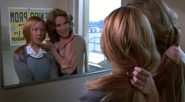 La prof de sport dit à Carrie qu'elle doit faire plus attention à son apparence.