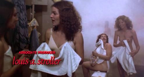 Scène des vestiaires des filles et générique de début, Carrie, Brian de Palma (1976)